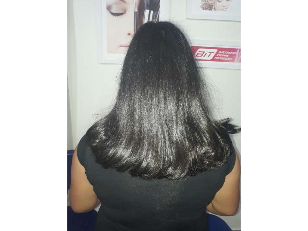 Alunos dos cursos de cabeleireiro e manicure estão se capacitando profissionalmente no CRAS de Nova Cantu - Galeria de Imagens