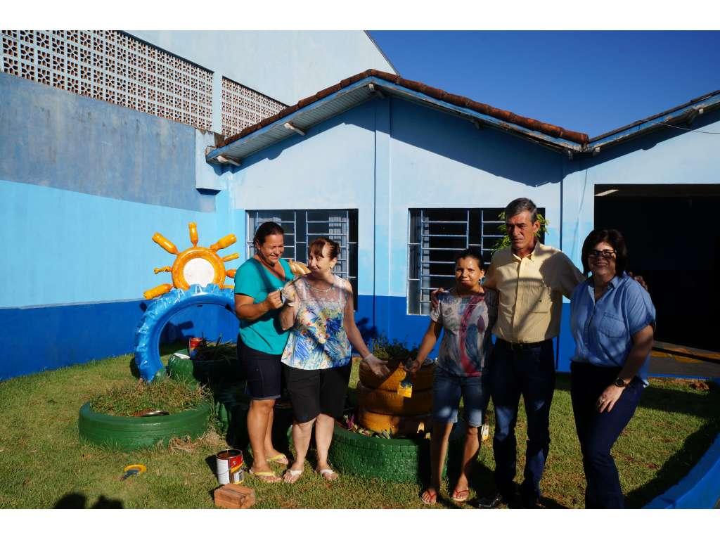 Voluntários e Funcionários da Educação se Uniram Para Realizar Melhorias na Escola Municipal Castro Alves - Galeria de Imagens