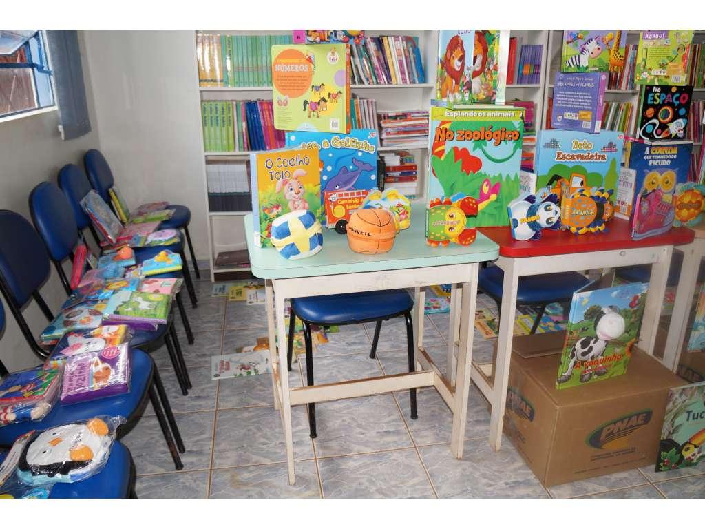 Administração Municipal Adquiriu 800 livros de Literatura Para Educação Infantil - Galeria de Imagens