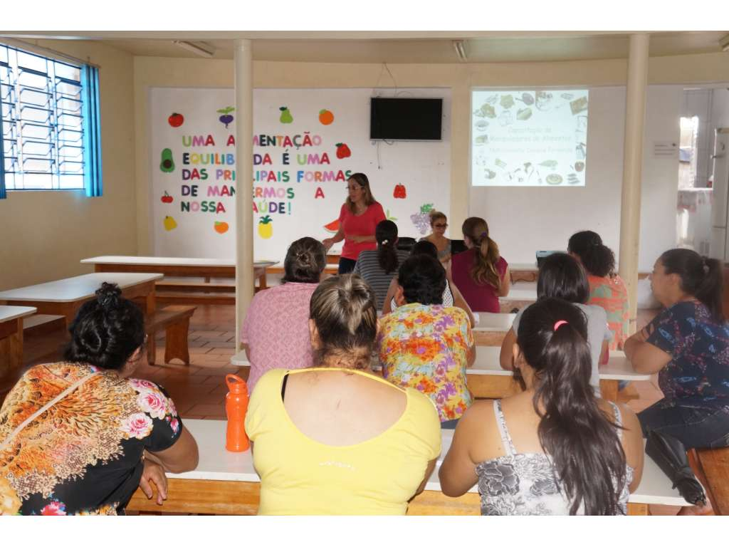 Secretaria Municipal de Educação promove capacitação de merendeiras - Galeria de Imagens