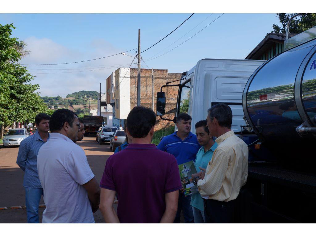 Produtores de Leite da Cooperativa COAMINC Recebem Caminhão com Tanque Isotérmico - Galeria de Imagens