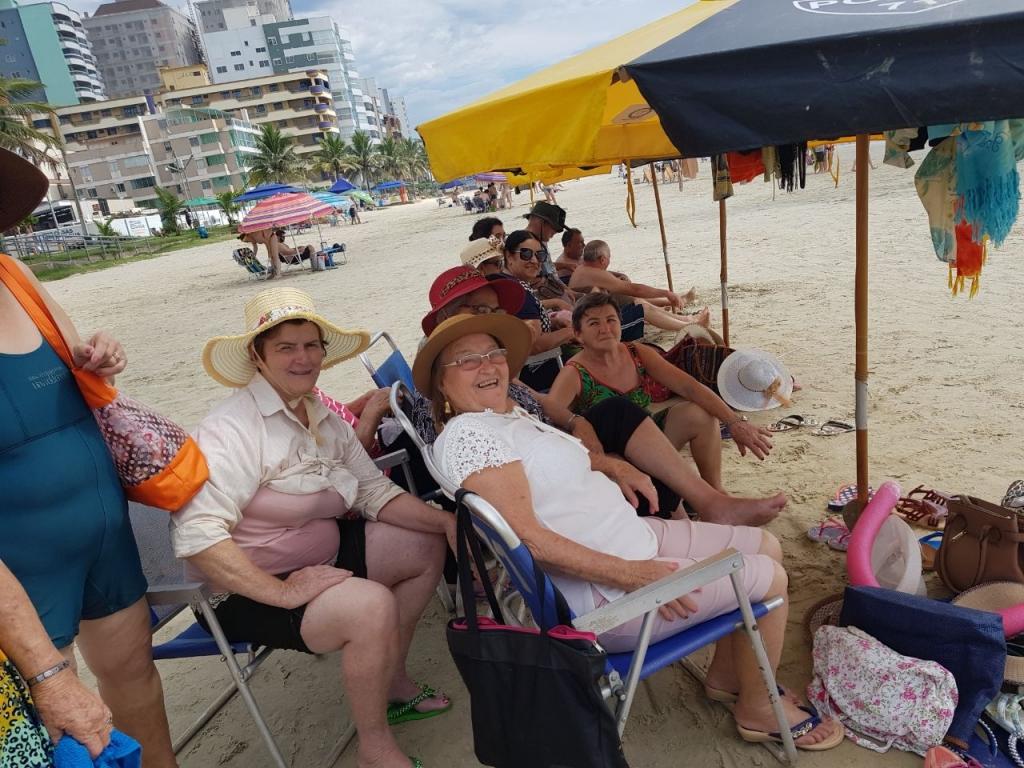 Idosos de Nova Cantu Visitaram a Praia e o Santuário da Madre Paulina - Galeria de Imagens