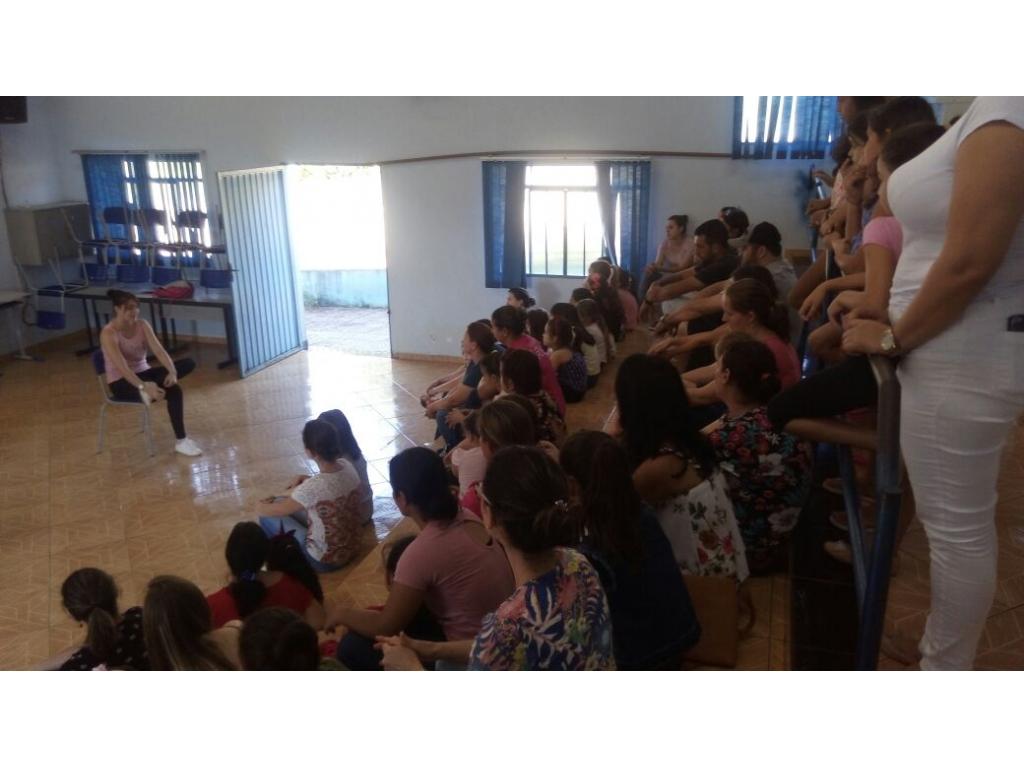 Iniciaram-se as Aulas de Ballet  no Centro de Convivência da Família - Galeria de Imagens