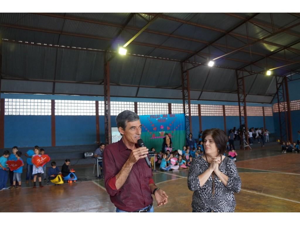 Homenagem às Mães na Escola Municipal Castro Alves - Galeria de Imagens