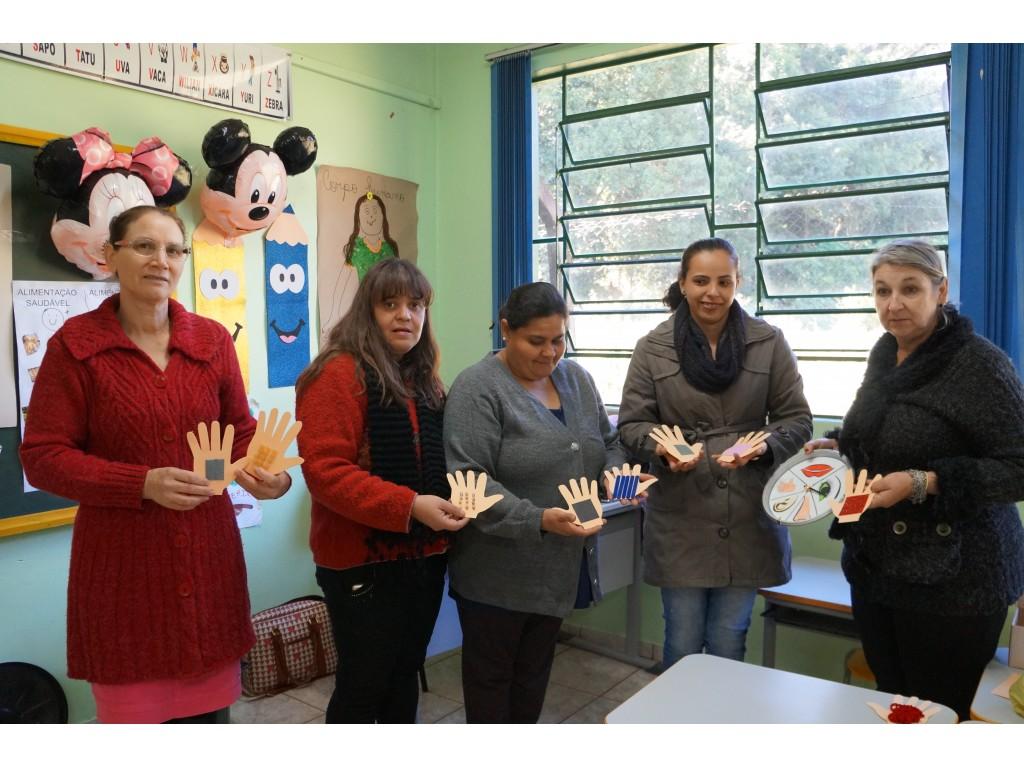 Professores da Rede Municipal de Ensino criam jogos e brinquedos pedagógicos para trabalhar com Crianças - Galeria de Imagens