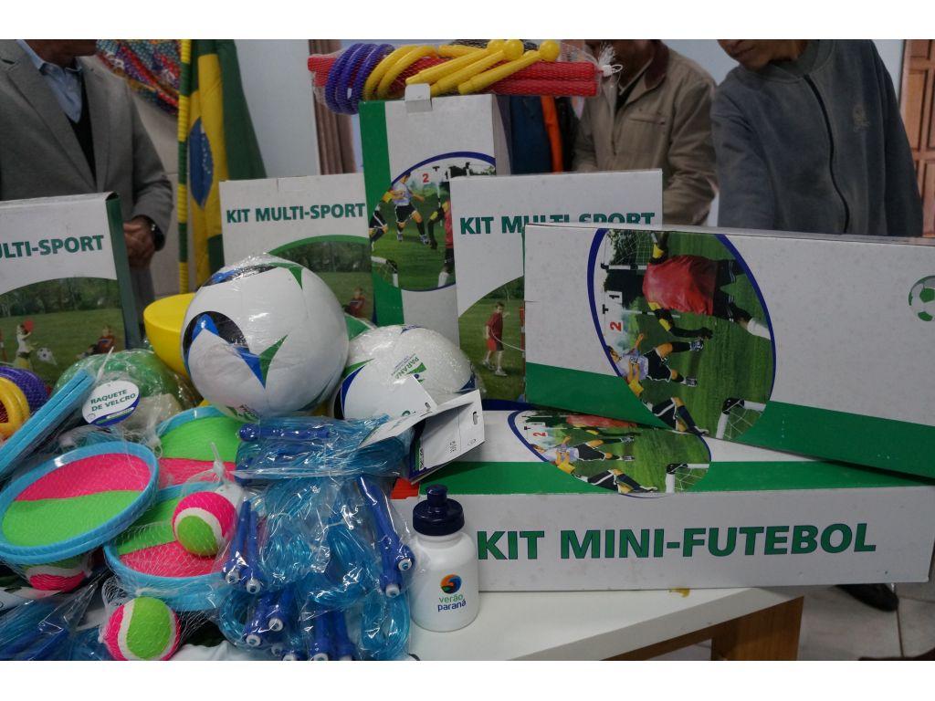 Prefeito Entrega Materiais Esportivos Para a APAE de Nova Cantu - Galeria de Imagens