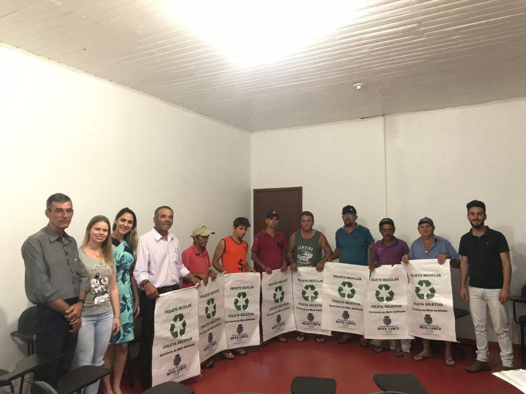 Trabalhadores Formaram a ACAMARENC, Associação de Catadores de Recicláveis de Nova Cantu - Galeria de Imagens