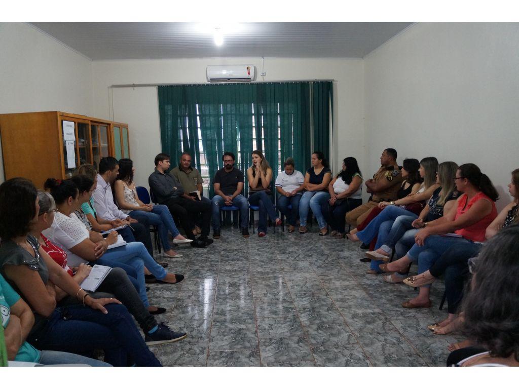 Reunião com Delegado e Promotor Estabelece Política de Proteção Para Mulheres - Galeria de Imagens