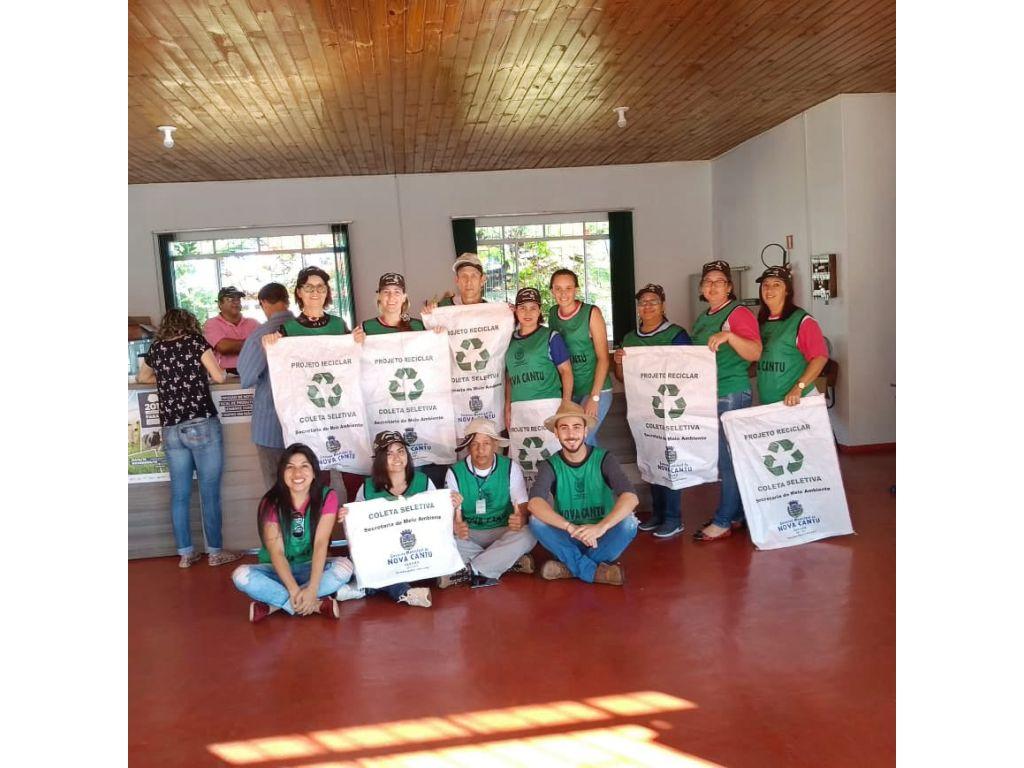 Prefeitura Distribui Sacolas Ecológicas Para Coleta Seletiva - Galeria de Imagens