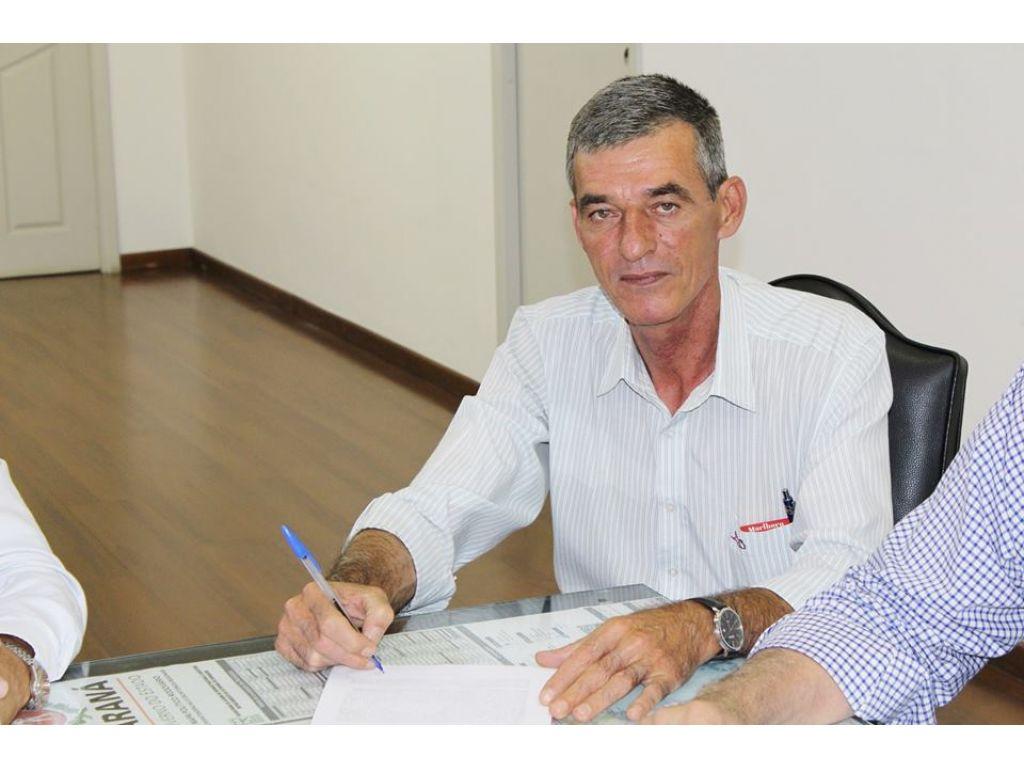 Prefeito Concede Aumento Salarial aos Funcionários Públicos Acima da Inflação - Galeria de Imagens