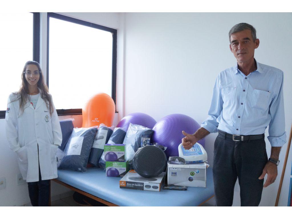 Prefeito Entrega Novos Equipamentos de Fisioterapia - Galeria de Imagens