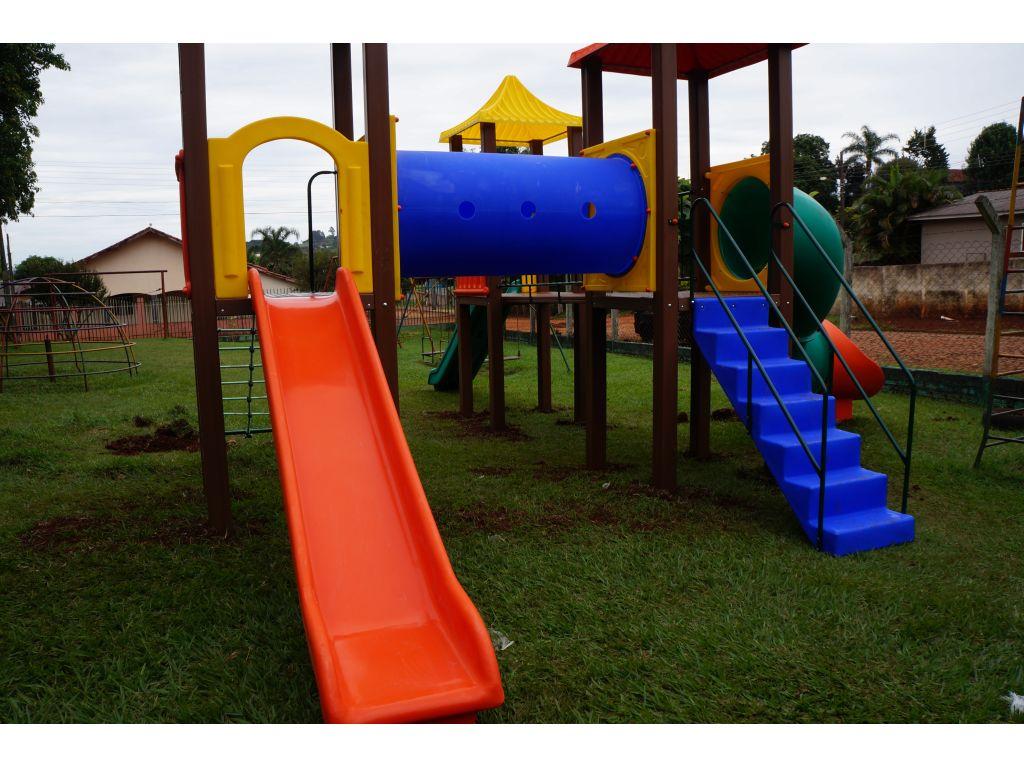 Prefeitura Instala Parquinho Para Crianças da Creche e Pré-Escola - Galeria de Imagens