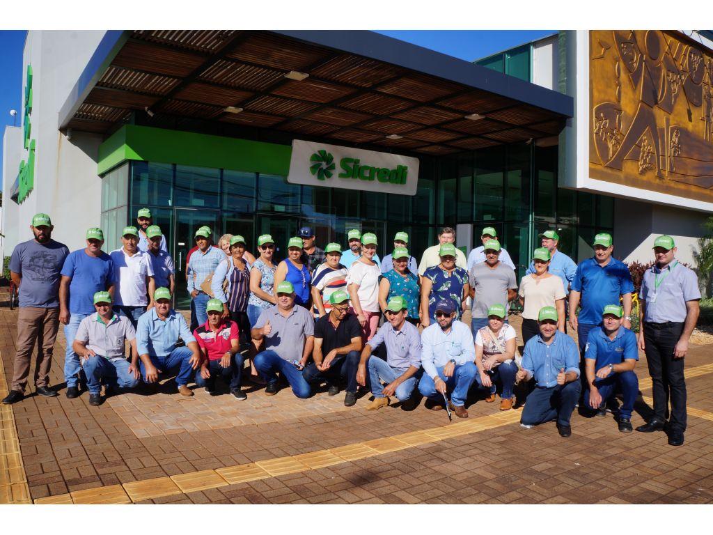 Agricultores Cantuenses Conhecem os Programas de Peixe e Orquídeas de Maripá - Galeria de Imagens