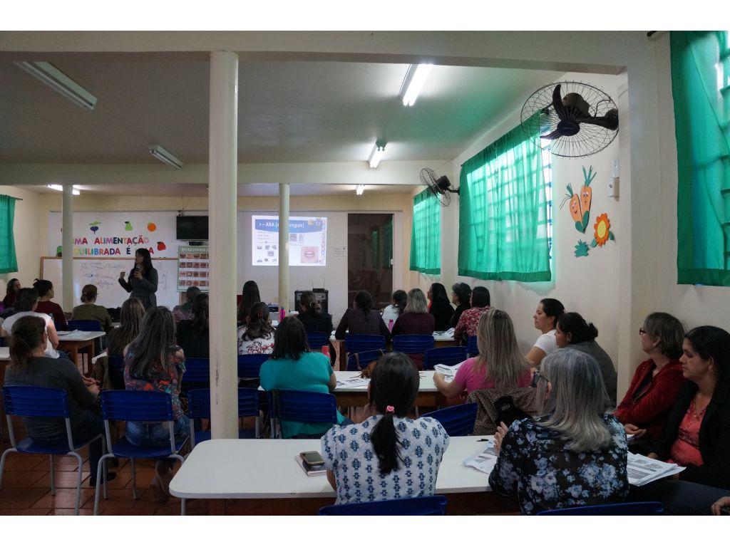 Professores participam de capacitação sobre Método das Boquinhas - Galeria de Imagens