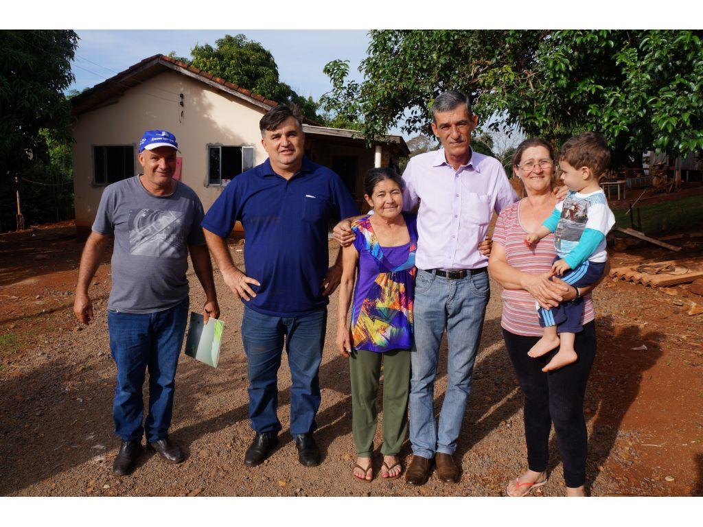 Famílias da Vira Rural e Produtores de Horticultura e Recebem Adubo Orgânico; - Galeria de Imagens