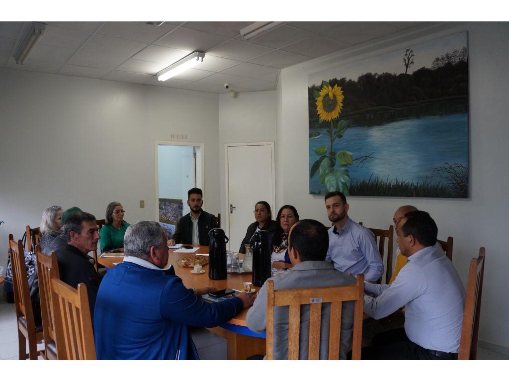 Representantes Evangélicos se Reúnem para tratar do Evento do Dia Municipal do Evangélico - Galeria de Imagens