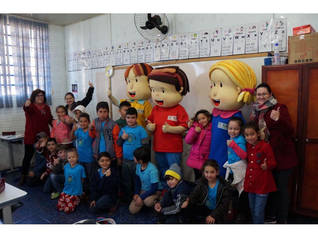 Bonecos do Programa Agrinho Incentivam as Crianças - Galeria de Imagens