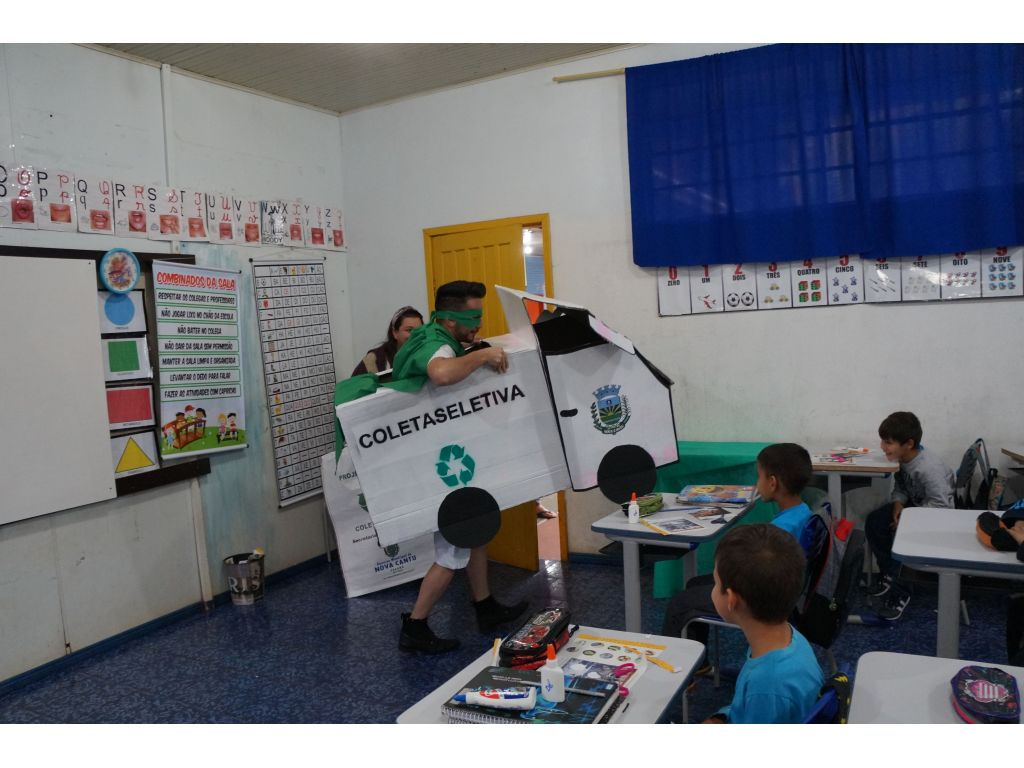Conscientização Sobre Coleta Seletiva na Escola Municipal Castro Alves - Galeria de Imagens