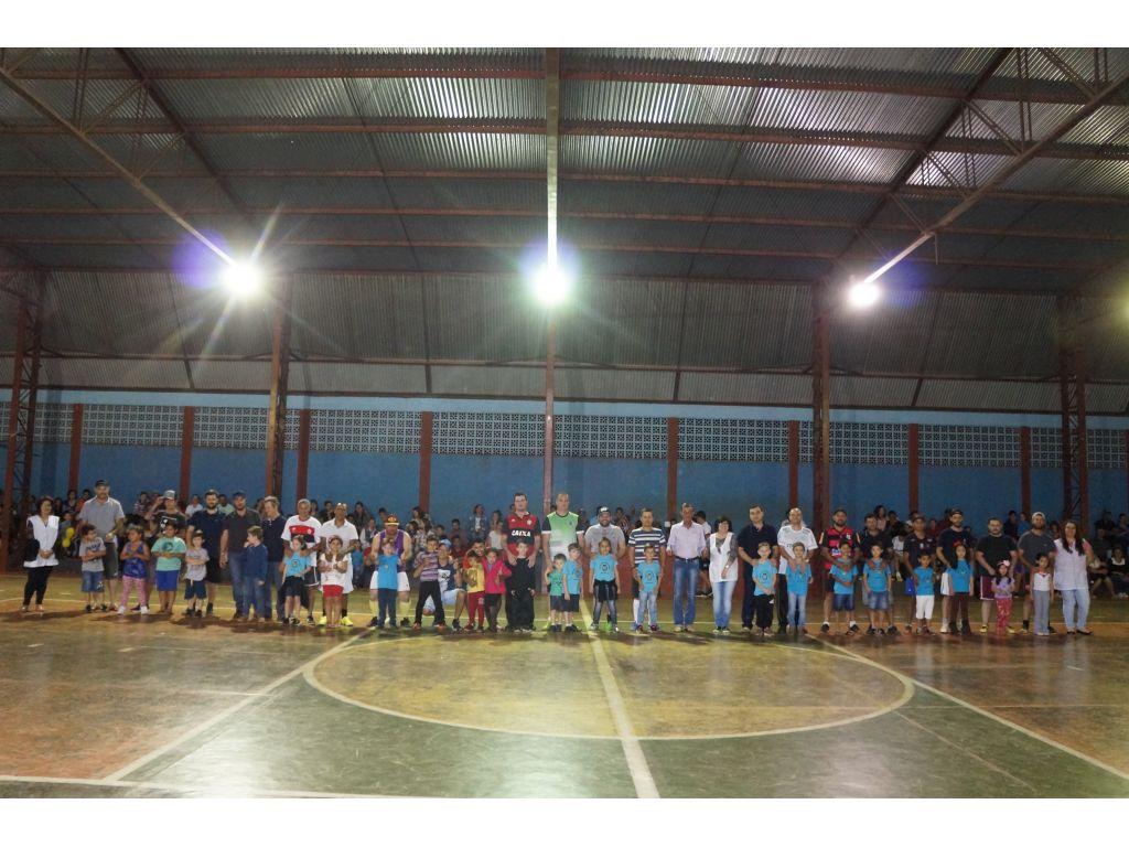 Dia dos Pais Foi Celebrado com Jogos Na Escola Municipal Castro Alves; - Galeria de Imagens