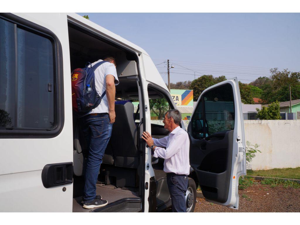 Esporte de Nova Cantu Recebe Uma Van 0 KM - Galeria de Imagens