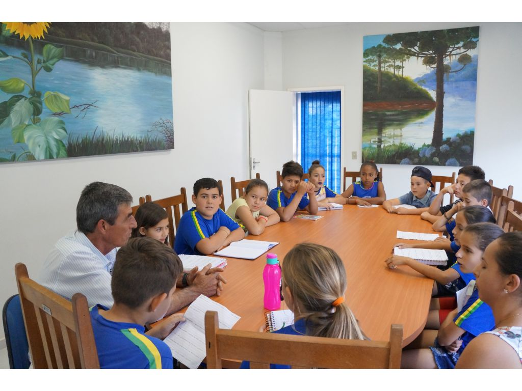 Alunos do 5º ano do Cantuzinho Visitam a Prefeitura Municipal - Galeria de Imagens