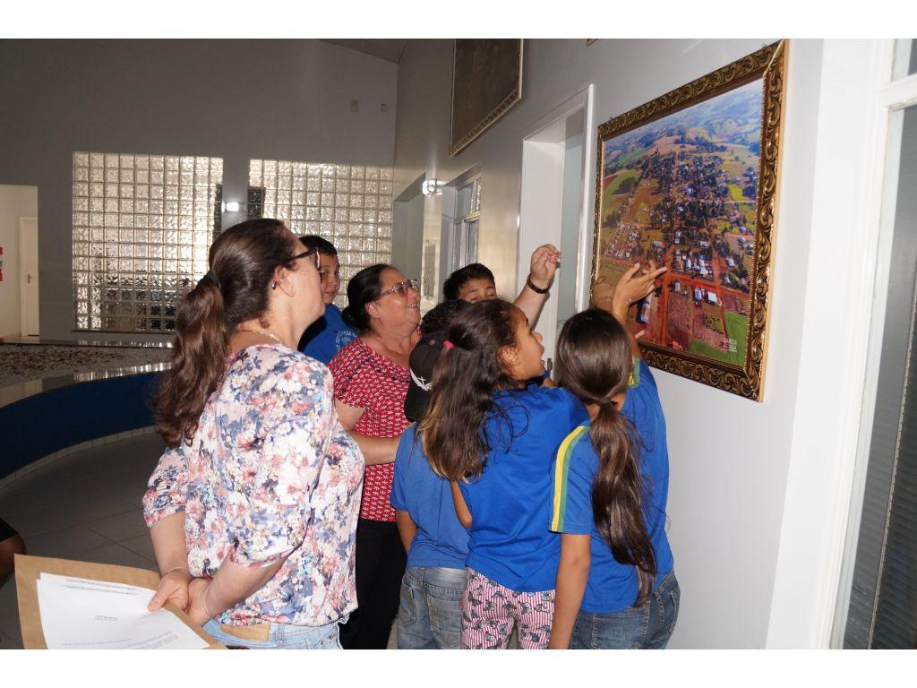 Prefeito Recepciona os Alunos do 5º Ano A de Santo Rei - Galeria de Imagens