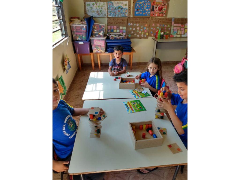 Crianças da Educação Infantil de Cantuzinho Recebem Materiais - Galeria de Imagens