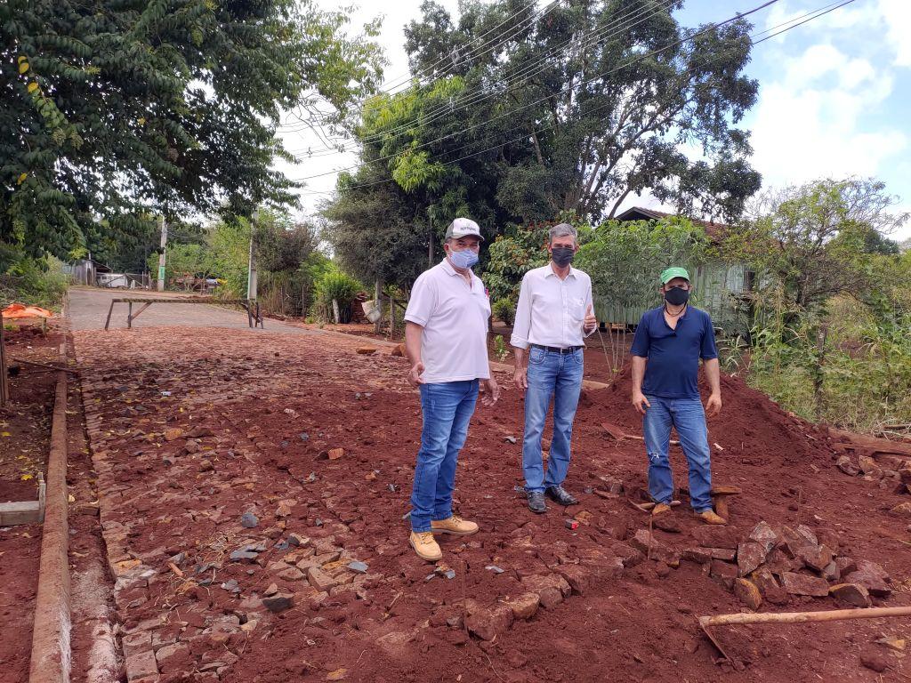Fase de Conclusão da Pavimentação com Pedras Poliédricas na Vila Rica - Galeria de Imagens