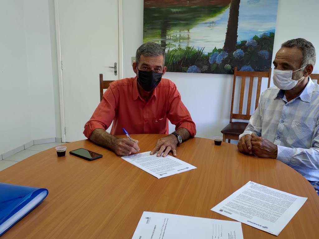 Assinatura do Convênio com a Sanepar Para Distribuição de Água na Comunidade Caratuva - Galeria de Imagens