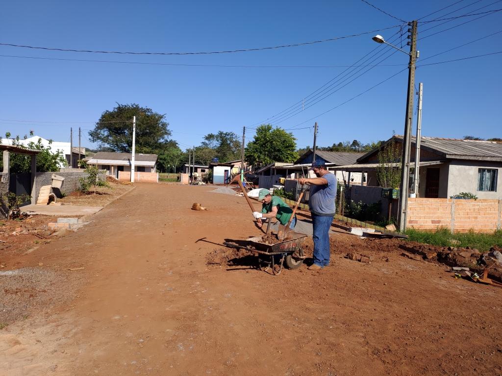 Concluída a Pavimentação com Pedras Poliédricas na Vila Rica - Galeria de Imagens