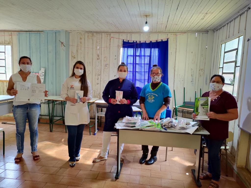 Professores de Santo Rei Entregam Apostilas Pedagógicas e Kits de Saúde Bucal - Galeria de Imagens